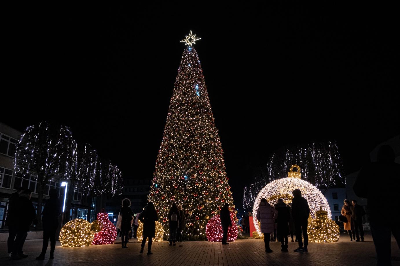 Nors nuotaikos nedžiugios, tačiau kalėdinė eglutė Alytuje - bus! | AlytusPlius.lt